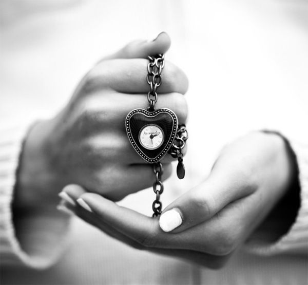 Black and white photography: time, of love