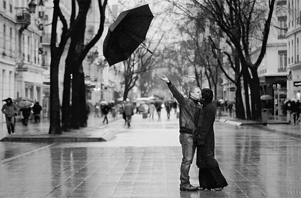Black and white photography: kiss me under the rain love