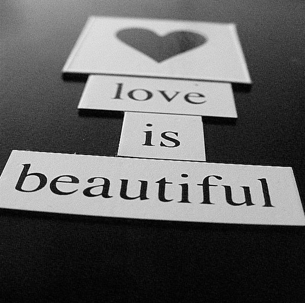 Black-and-white photography: love is beautiful