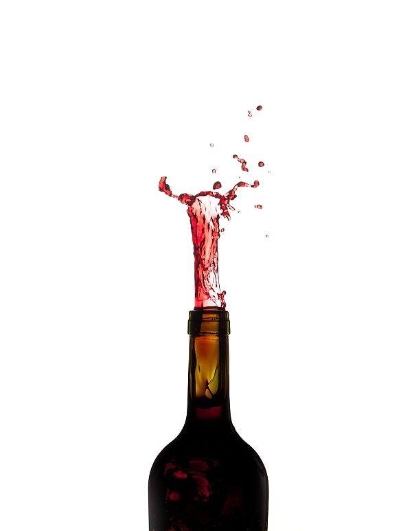 red wine pour bottle