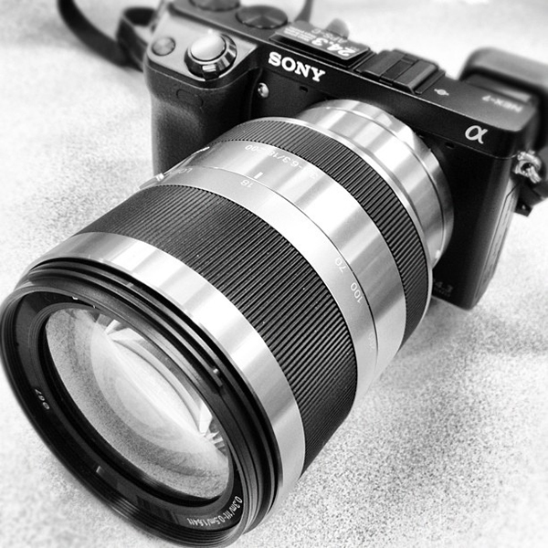 Meet the Sony NEX-7 18-200mm zoom lens, perfect for moon photography. Photo by louisuede