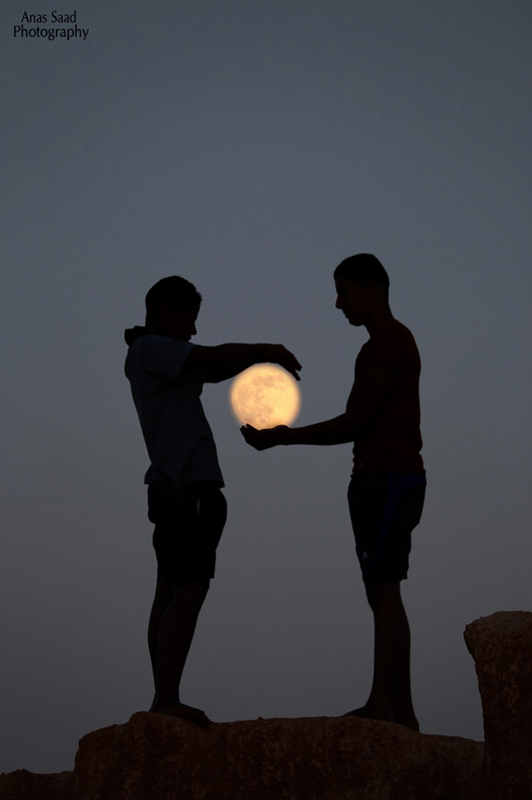 Catch The Moon 100 Magnificent Photos You Have Never Seen Before