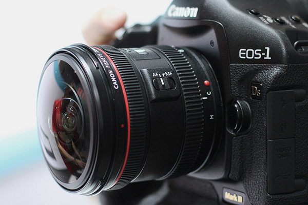 A fisheye lens attached to a Canon EOS 1D MkIII. Photo by Dirk-Jan Kraan