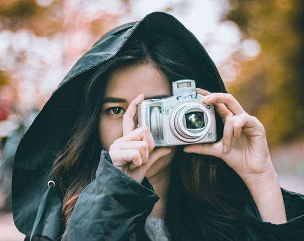 girl with extended lens